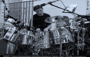 Andrzej Karpiński, cans drum kit live improvisations Frankfurt Automechanika 2004